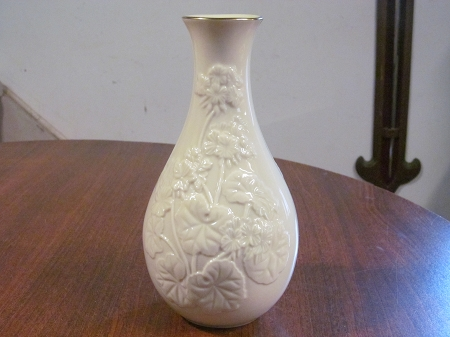 Lenox Fine China Cream Giftware Vase Countess Collection